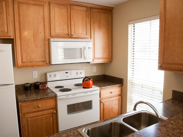 Hampton Point - Silver Springs Maryland - Kitchen