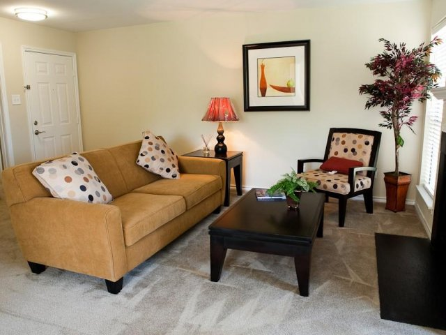 Hampton Point - Silver Springs Maryland - Living Room