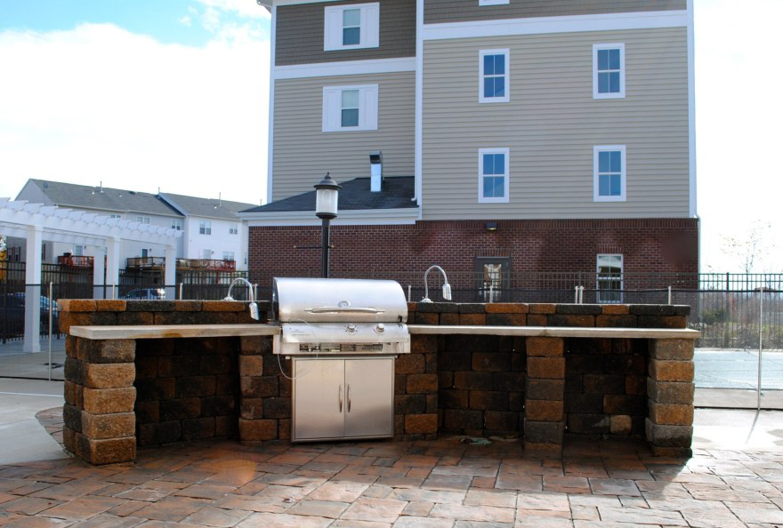 Orchard Meadows At North Ridge Apartments For Rent - Ellicott City - Outdoor Kitchen