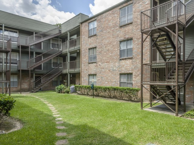 The Gardens Apartments for Rent in Houston, TX | Courtyard Apartment Exteriors