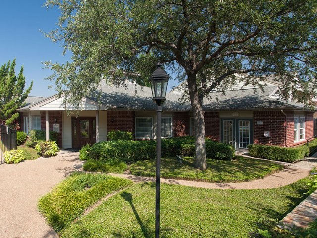 Apartments For Rent at The Gables of McKinney, TX | Landscaped Grounds