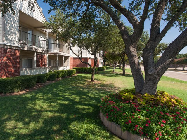 Apartments For Rent at The Gables of McKinney, TX | Shady Landscaped Courtyard
