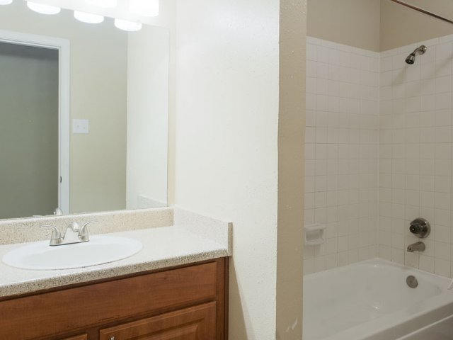 Apartments For Rent at The Gables of McKinney, TX | Bathroom