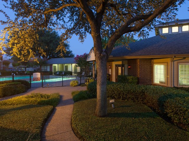 Apartments For Rent at The Gables of McKinney, TX | Pathway to Pool