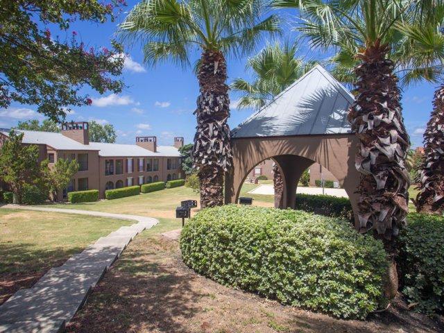 Costa Del Sol | San Antonio, TX Apartment Rentals | Apartment Courtyard