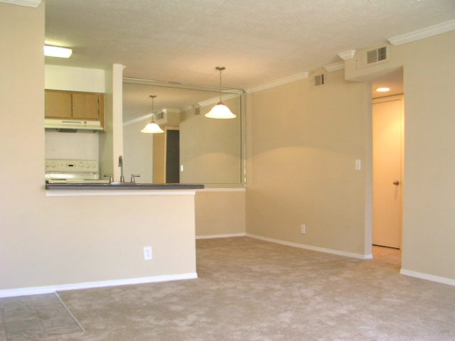 Windsor Park Apartments for Rent in Hendersonville, TN | Dining Area and Kitchen