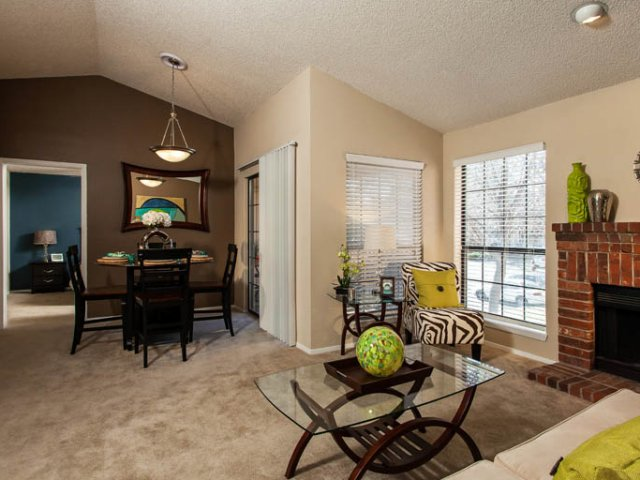 Canyon Chase | Apartments for Rent Westminster, CO | Dining and Kitchen