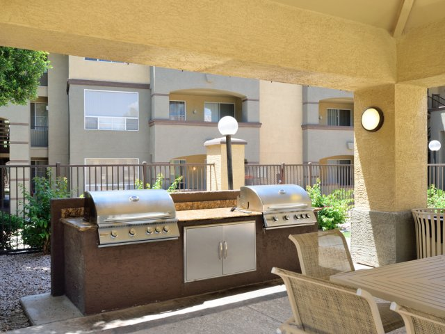 Sierra Foothills | Apartments For Rent in Phoenix, AZ | Resident Grilling Area