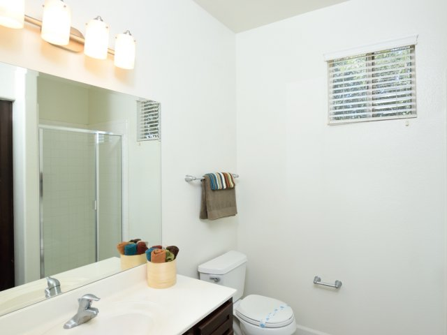 Lumiere Chandler Condos | Apartments For Rent in Chandler, AZ | White Bathroom