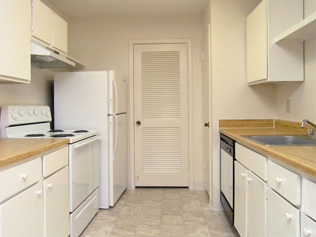 Central Park Regency | Apartments in Cypress, TX | Kitchen Cabinets
