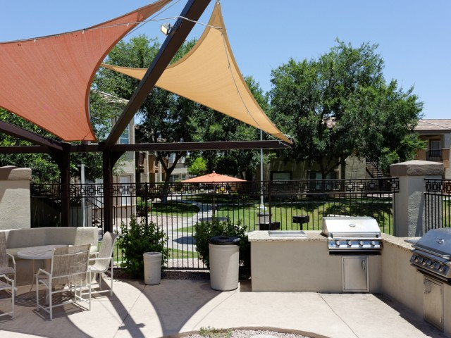 Finisterra Apartment Homes | Apartments for Rent Tempe, AZ | Resident Grilling Area