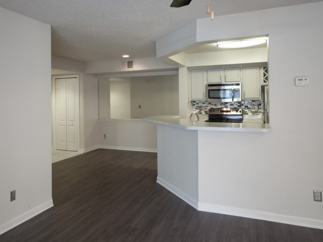 The Summit at MetroWest| Apartments for Rent in Orlando, FL | Dinning and Kitchen