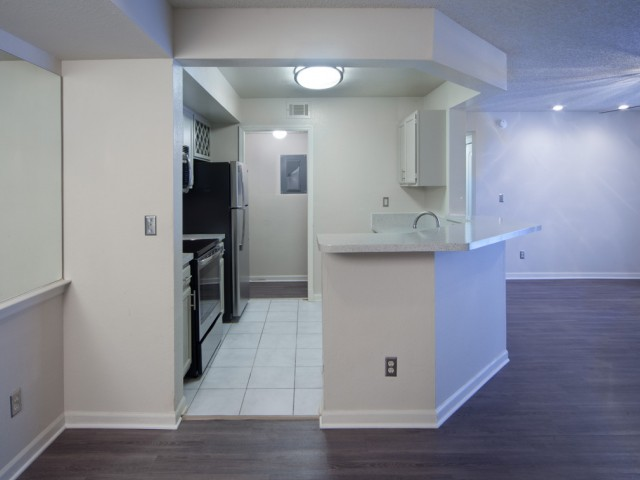 The Summit at MetroWest| Apartments for Rent in Orlando, FL | Kitchen and Living Room