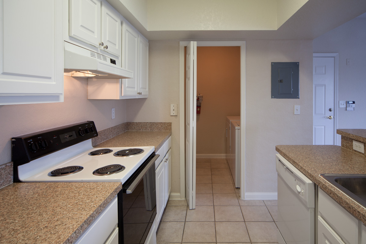 Osprey Links at Hunter's Creek | Apartments for Rent in Orlando, FL | Kitchen