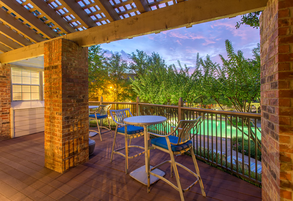 Woods of Bedford Apartments for Rent in Bedford, TX | Apartment Exteriors and Courtyard