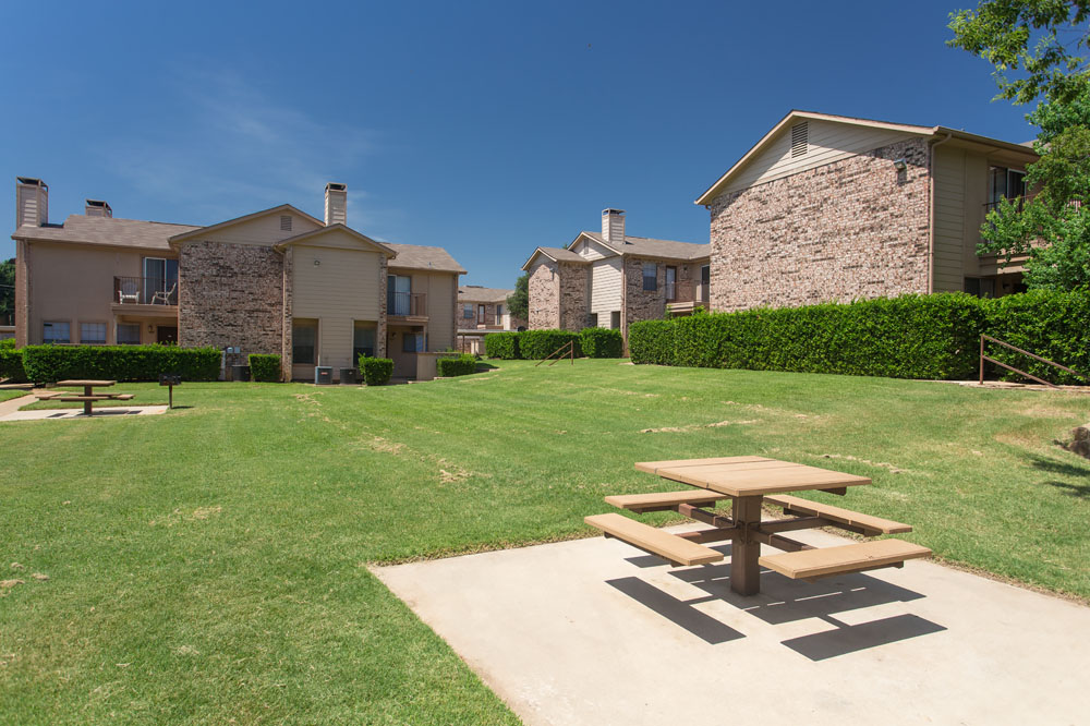 Woods of Bedford Apartments for Rent in Bedford, TX | Picnic Area