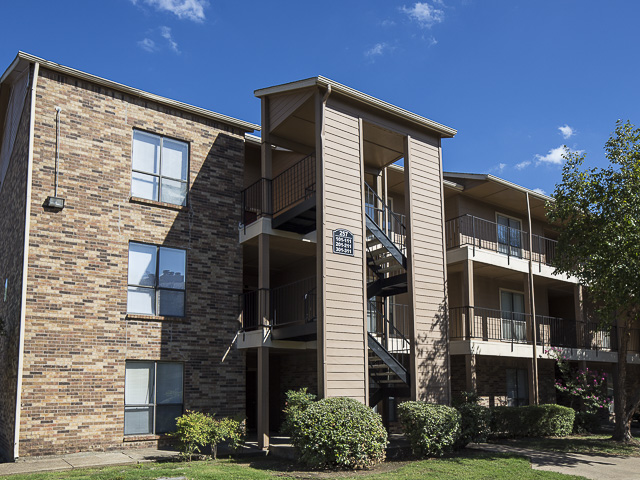 2 Bed 2 Bath Apartment In Garland Tx Landmark At Lake Village North Apartment Homes