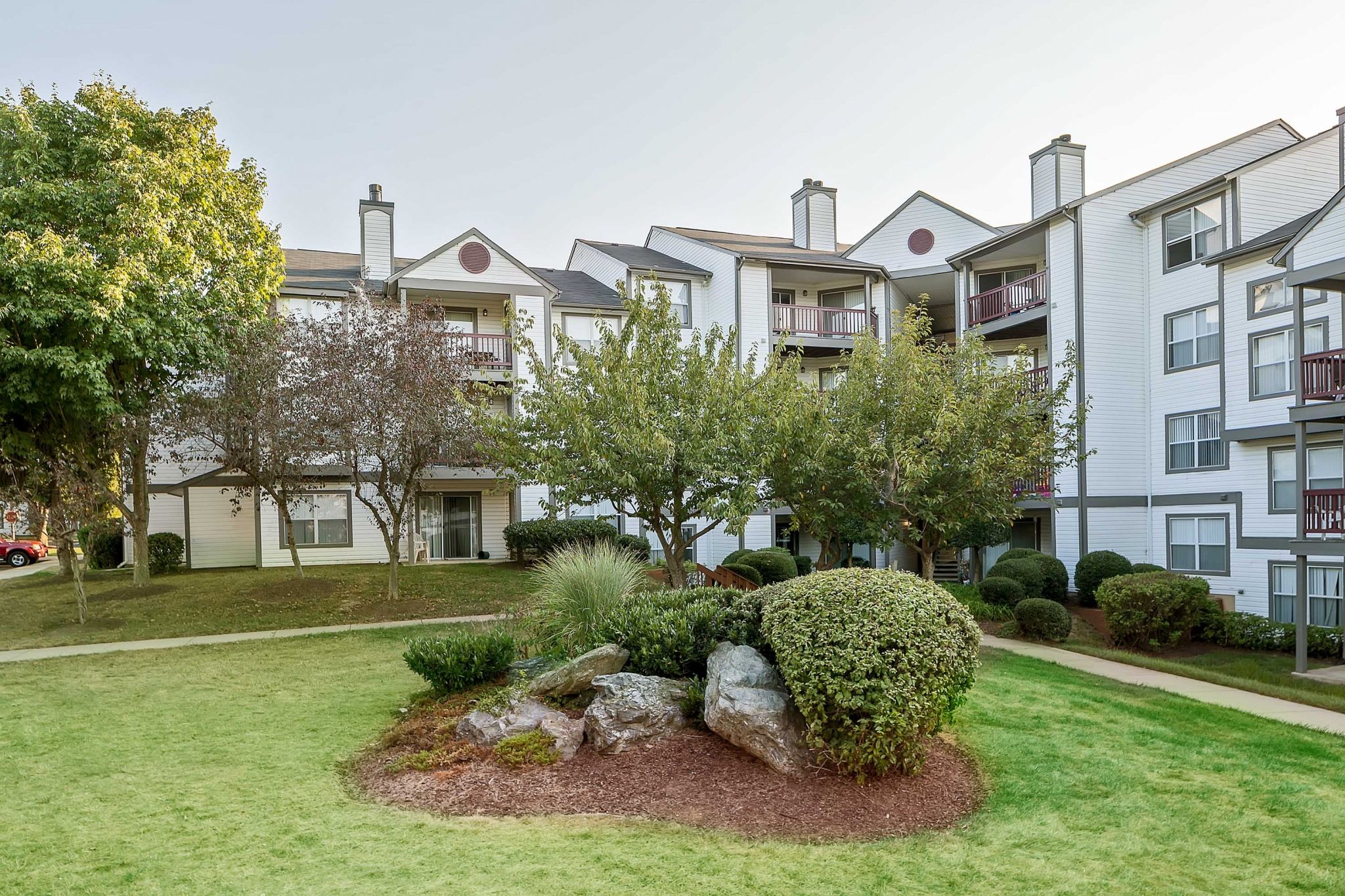 The Verandahs Apartments For Rent in Montgomery Village, MD | Professionally Landscaped