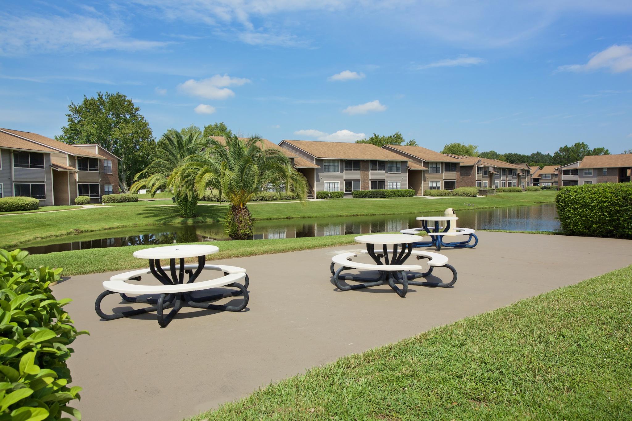 Bentley Green | Apartment Rentals in Jacksonville, Florida | BBQ Picnic Area