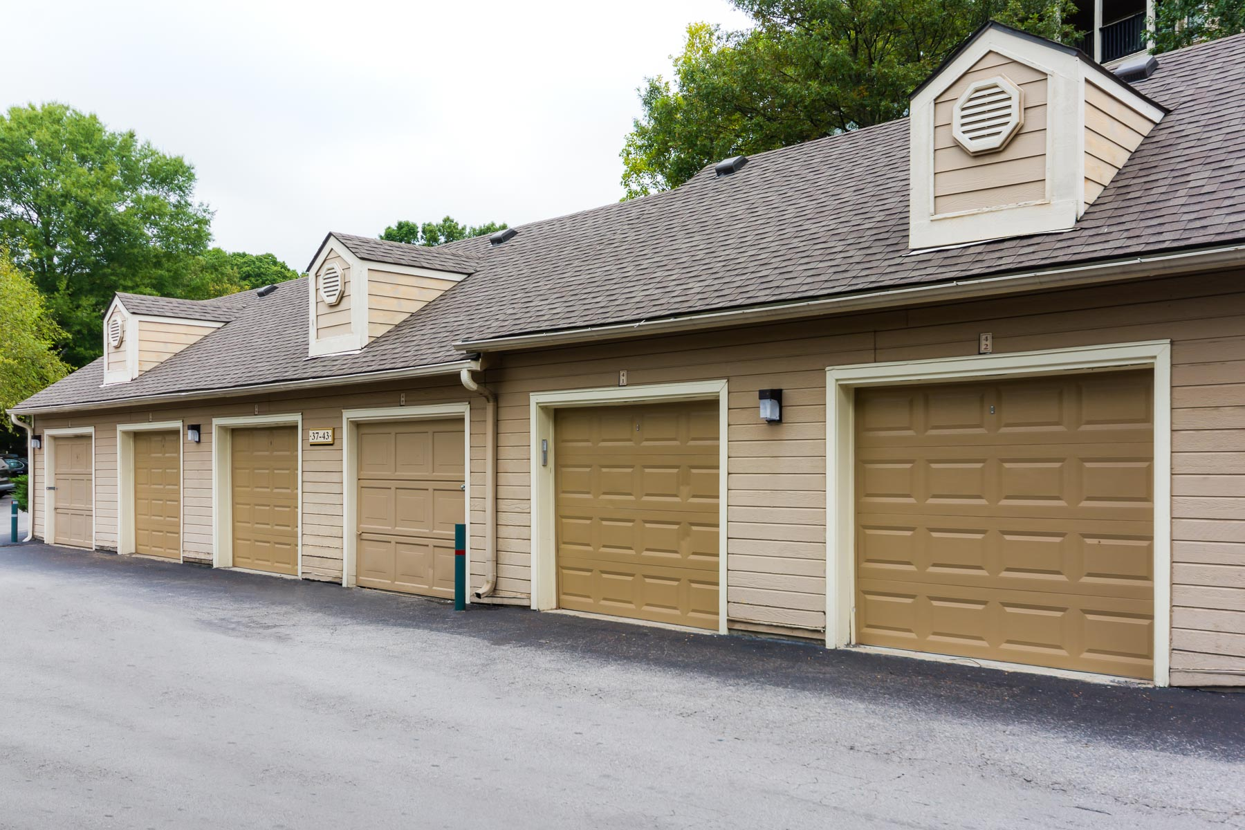 Nashboro Village | Apartments for Rent in Nashville, TN | Separate Garages