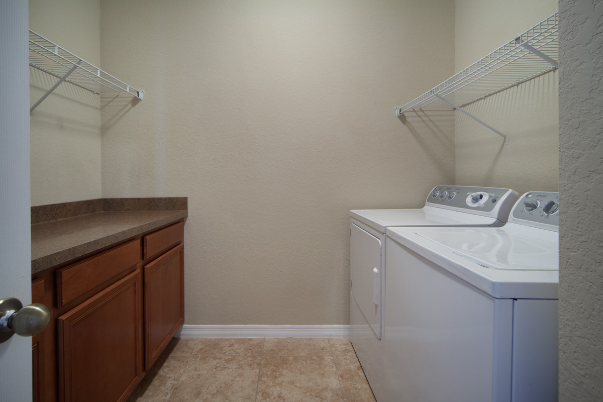 Bella Apartments - Kissimmee, Florida - Washer and Dryer Included