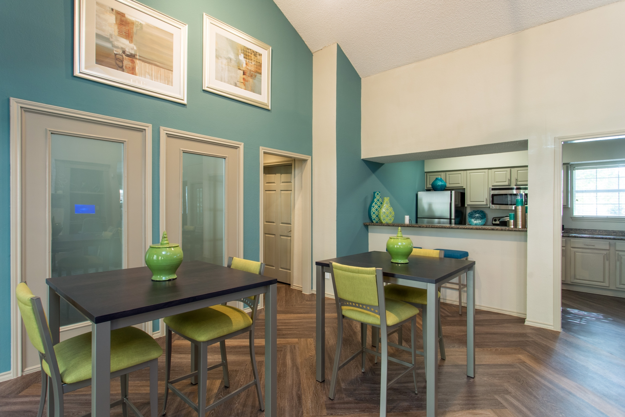 Summers Crossing Apartments for Rent in Plano, TX | Clubhouse Kitchen