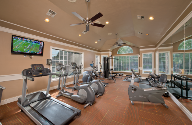 How about a quick workout in the fitness center, followed by a splash in the resort-style pool, then wind down with a stroll along the lake.