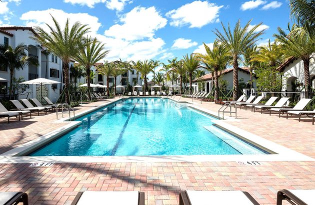 Fitness & cardio centers, clubhouse, sparkling pool and more.