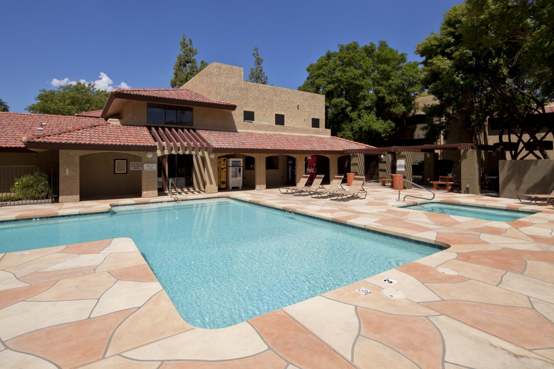 Villa Toscana Apartments Phoenix, AZ pool, hot tub and patio