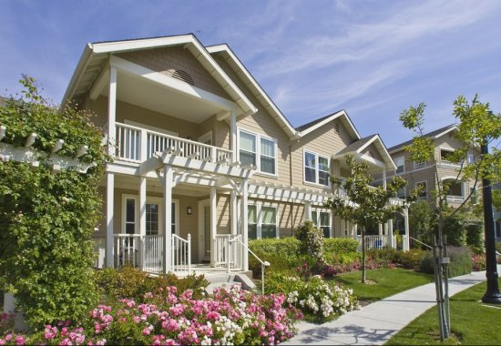 Exterior view of The Kensington Apartment Homes in Plesanton CA