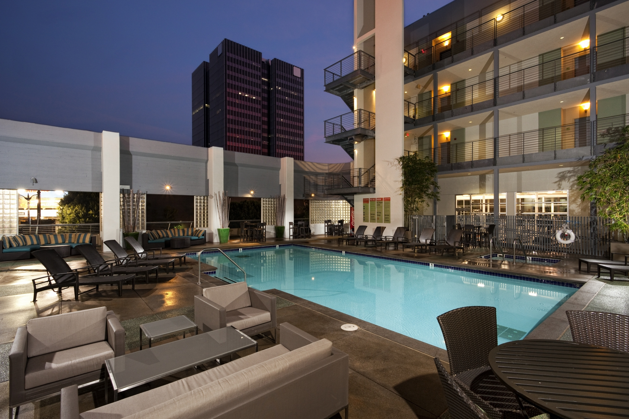 Resort-style pool at Sunset and Vine Apartments in Hollywood CA