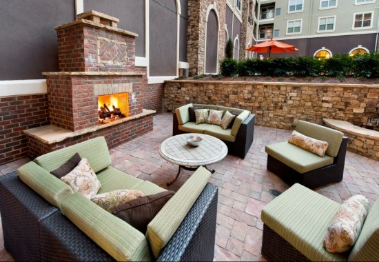 Outdoor lounge area at Windsor at Glenridge Apartments in Sandy Springs GA