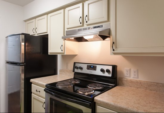 View of model kitchen at Windsor at Fieldstone Apartments in Leesburg VA