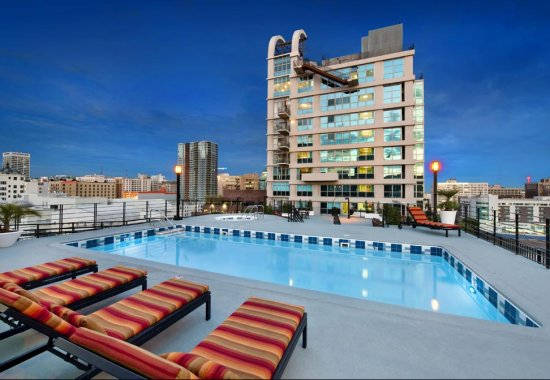 Pool at Renaissance Tower Apartments in Downtown Los Angeles