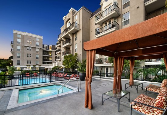 Cabanas at Windsor at Hancock Park Apartments in Los Angeles CA