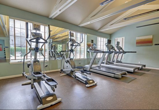 Modern fitness center at Mission Pointe by Windsor Apartments in Sunnyvale CA