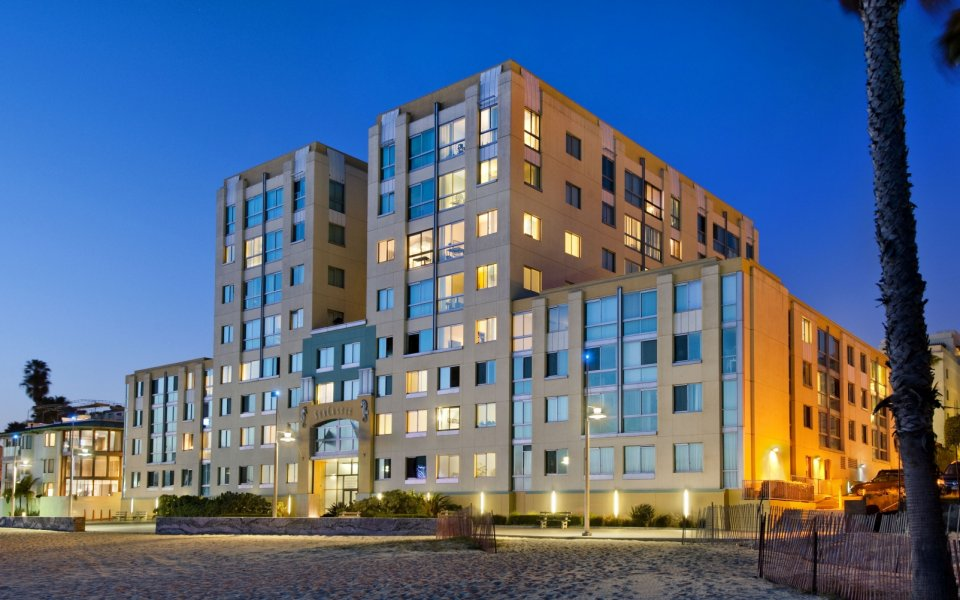 Exterior view of Sea Castle Apartments in Santa Monica CA