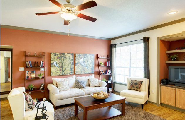 Live near the Arboretum and The Domain with easy access to restaurants, grocery stores and parks