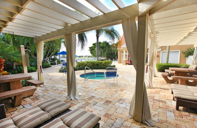 Relax with beautiful lake and golf course views