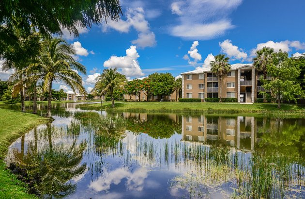 Live in the heart of Fort Myers with everything you need within walking distance