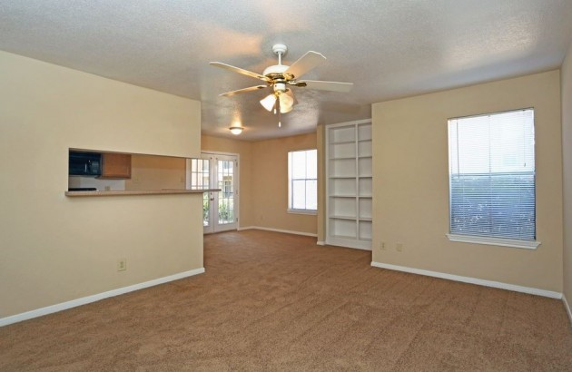 Home in Village Oaks feature ceiling fans in all rooms