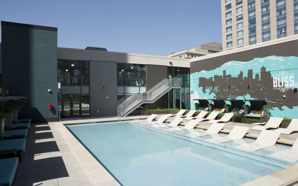 Downtown Denver Apartments | Pool