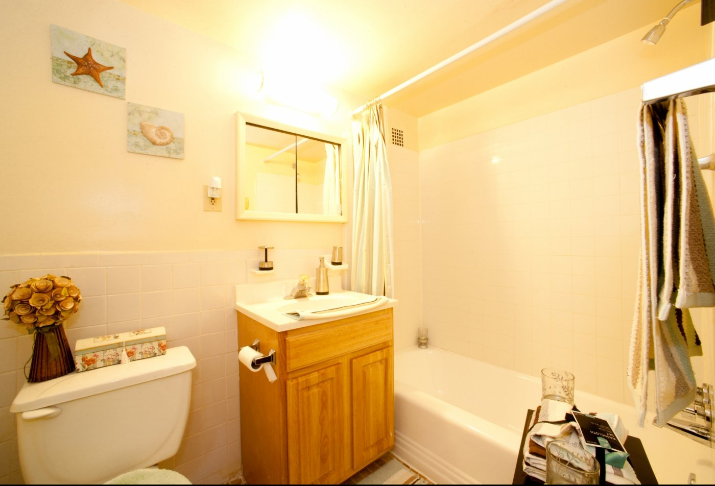 Bathroom | Pennbrooke Station Apartments