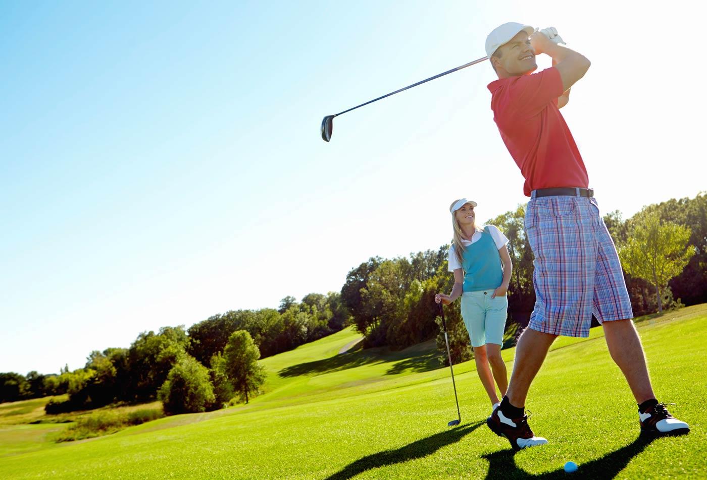 Golf Player | Apartments in Santa Clarita | ALARA Links at Westridge