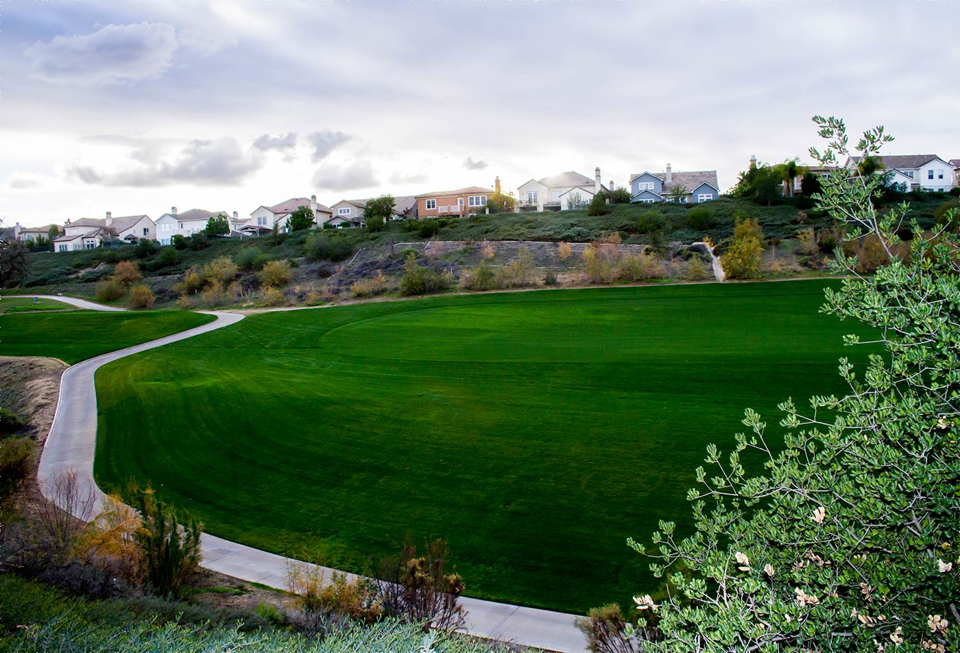 Luxury apartments in Valencia CA - Nearby golf course