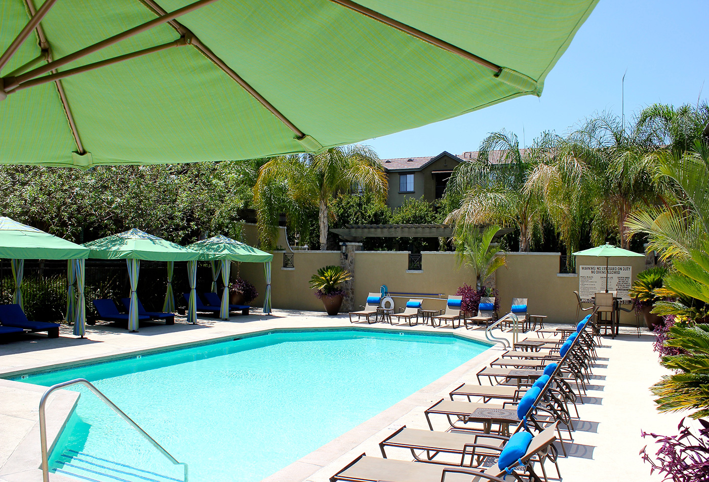 Links at Westridge Apartments in Valencia CA - Pool view