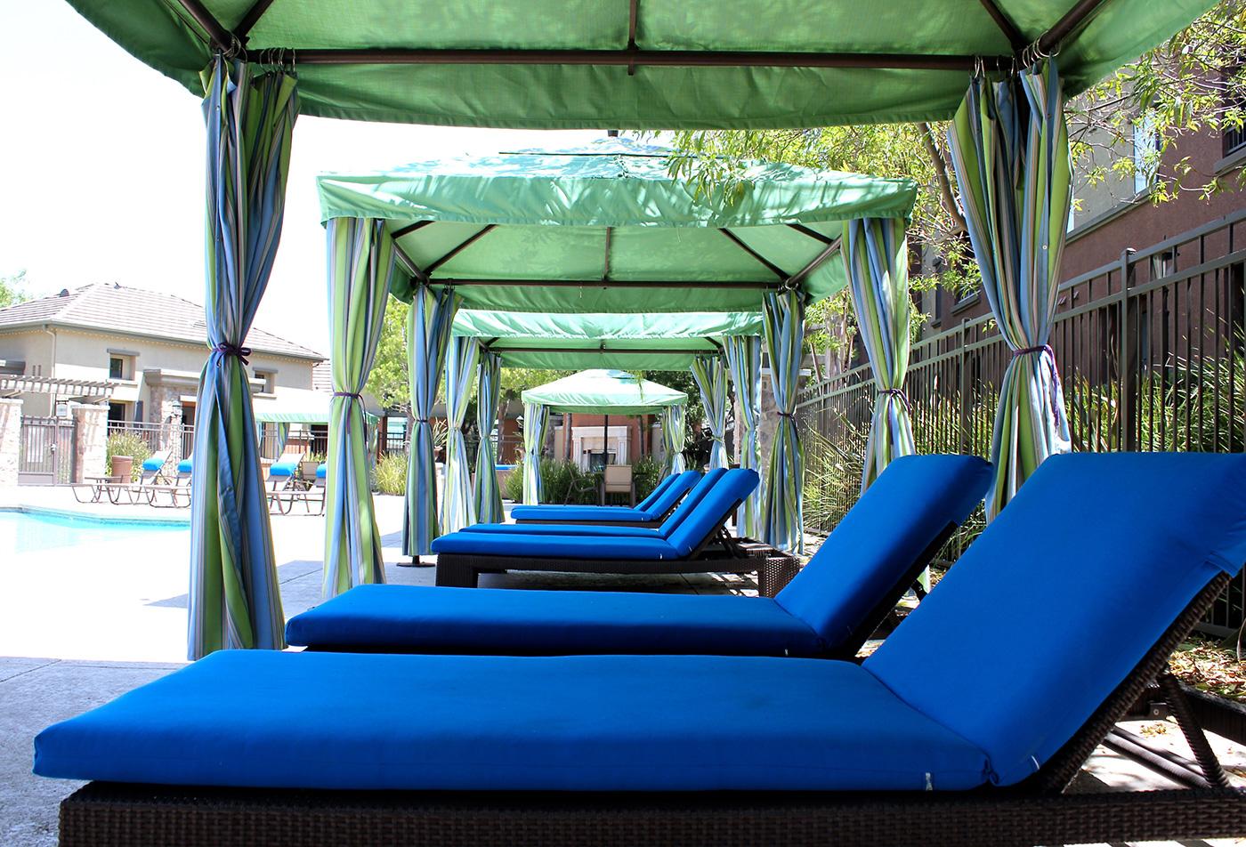 Pool Lounge | Apartments in Santa Clarita | ALARA Links at Westridge