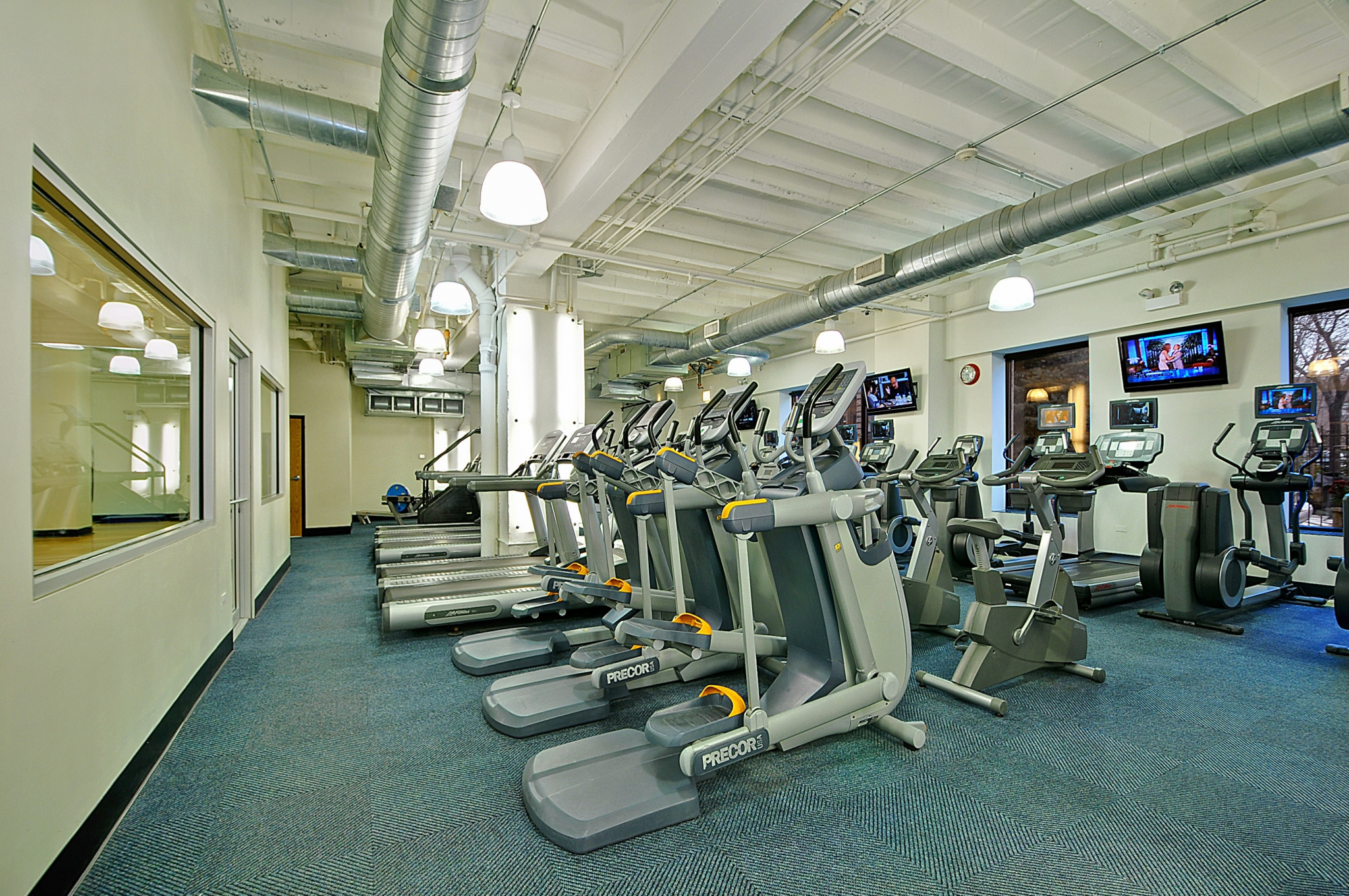 Fitness center in Edgewater Chicago, IL apartments