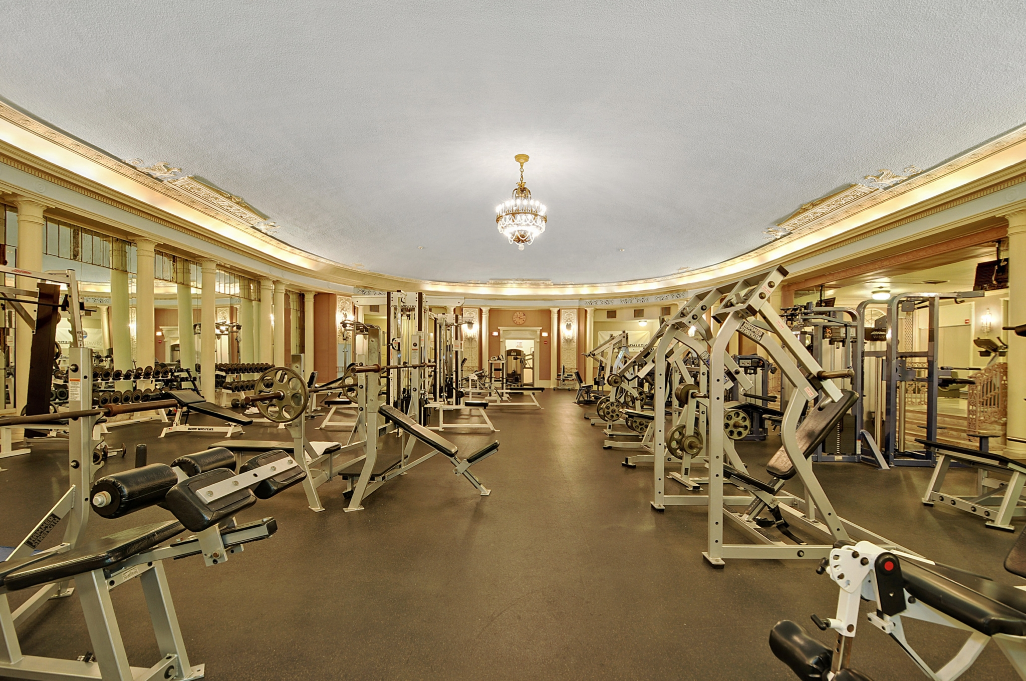 State-of-the-art fitness center at Gold Coast apartments Chicago