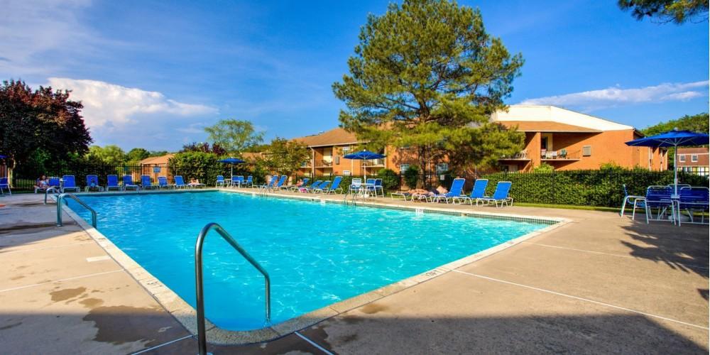 Swimming Pool | Crossings at Glassboro | Student Apartments Glassboro NJ